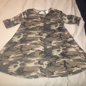 Camo swing top size large with keyhole back